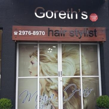 Layout fachada salão Go Mega Hair mulher loira mega hair loiro